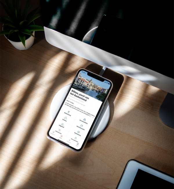 mockup-of-an-iphone-11-pro-featuring-a-wireless-charger-3836-el1